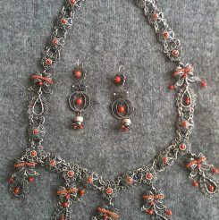 Necklace & pendants